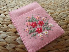 Pretty Pink Felt Hand Embroidered Card Case por sweetheartsandroses