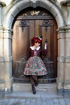Lolita Fashion | imperial fiddlesticks | Classic.   Nice outfit  (sans hat, though)!!