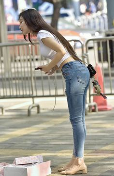 saved to Asian Sexy Jeans, Skinny Jeans, Sexy Outfits, Hot Goth Girls, Cute Asian Girls, Beautiful Asian Women, Girls Jeans, Asian Fashion, Asian Woman