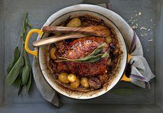 gestoofde varkensschouder met abrikozen en salie Dutch Oven, Main Dishes, Dinner Recipes, Pork, Turkey, Meat, Ethnic Recipes, Winter, Iron Pan