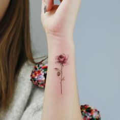 Flower Tattoo by 타투이스트. 타투이스트 꽃 artist works on women's tattoos and works exclusively for women. Continue Reading and for more Flower Tattoo designs → View Website Mini Tattoos, Rose Tattoos, Body Art Tattoos, Flower Tattoos, Tiny Tattoos For Girls, Small Tattoos, Fruit Tattoo, Bestie Tattoo, Summer Tattoo
