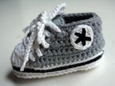 Virkatut Converset vauvalle / Olemisen arvoitus