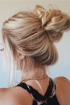 Perfect messy bun on @aspynovard.