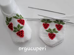 No photo description available. Crochet Ripple, Crochet Accessories, Baby Knitting Patterns, Diy And Crafts, Baby Shoes, Christmas Ornaments, Holiday Decor, Kids, Loafers & Slip Ons