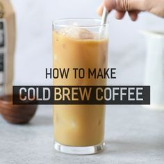 How to Make Cold Brew Coffee at home! No more expensive and overpriced iced lattes - make your own with cold brew! How to Make Cold Brew Coffee at home! No more expensive and overpriced iced lattes - make your own with cold brew! Making Cold Brew Coffee, How To Make Ice Coffee, Cold Coffee Drinks, Cold Brewed Coffee, How To Brew Coffee, Bebidas Do Starbucks, Starbucks Drinks, Weight Watchers Smoothies, Iced Coffee At Home