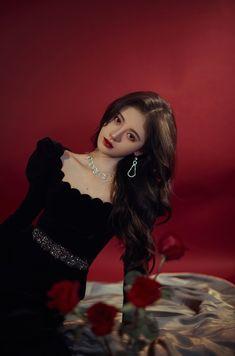 Asian Woman, Asian Girl, Debut Photoshoot, Beautiful Chinese Girl, Beautiful Women, Uzzlang Girl, Cute Korean Girl, Mode Streetwear, Beauty Full Girl