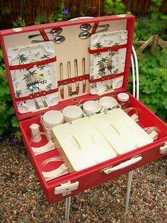 Vintage Brexton picnic set www.lavenderhousevintage.co.uk #vintage#picnic#food#1950s#kitchen#dining#cooking