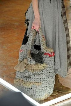 Crochet Recycled Bag, very boho Love Crochet, Knit Crochet, Crochet Purses, Crochet Bags, T Shirt Yarn, Knitted Bags, Crochet Accessories, Beautiful Bags, Crochet Projects