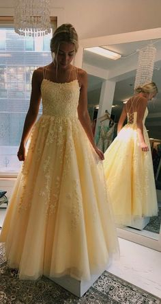 Daffodil V-Neck A-Line Tulle Long Prom Dresses With Appliques - Ballkleid/Abikleid - Straps Prom Dresses, Pretty Prom Dresses, Unique Prom Dresses, Hoco Dresses, Tulle Prom Dress, Event Dresses, Beautiful Dresses, Lace Dress, Yellow Prom Dresses