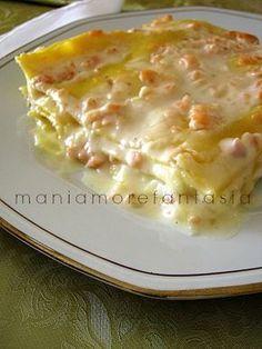 Queste lasagne al salmone sono buone e semplici, un piatto da presentare nelle occasioni importanti che fa diventare speciale anche il pranzo di ogni giorno