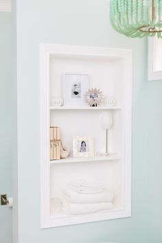 House Of Turquoise Close Up Tub Wall Storage Bookshelf By Natalie Clayman Interior Design