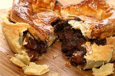 Beef & guinness pie For Andys pies Steak And Guinness Pie, Guinness Pies, Irish Recipes, Beef Recipes, Cooking Recipes, Russian Recipes, Irish Meat Pie Recipe, Curry Recipes, Steak Pie Recipe