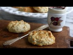 The best low carb, grain free biscuits, kitchen tested 9 times to get the right taste and texture. Keto and Paleo Friendly. Made with almond flour, naturally gluten free. Gluten Free Biscuits, Keto Biscuits, Keto Pancakes, Gluten Free Baking, Gluten Free Recipes, Cookies Et Biscuits, Keto Recipes, Fluffy Biscuits, Fluffy Pancakes