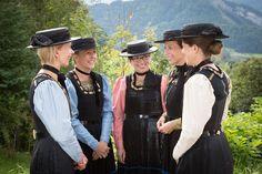 Bregenzerwälder Tracht - Tourismus Schwarzenberg Austria, Costumes Around The World, Folk Costume, Ethnic Fashion, Headpieces, Costume Design, Traditional Outfits, Switzerland, Germany