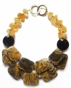 gold necklace with jasper, onyx, citrine Jewelry Crafts, Jewelry Art, Beaded Jewelry, Jewelry Necklaces, Jewelry Design, Fashion Jewelry, Bracelets, Bold Necklace, Diy Necklace