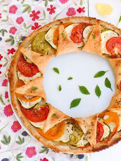 Tarte à la tomate vegan et à l'huile essentielle d'Origan Vegetarian Cooking, Vegetarian Recipes, Healthy Recipes, No Salt Recipes, Veggie Recipes, Quiche, Greens Recipe, Food Inspiration, Love Food