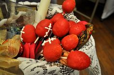 Pascha egg cake pops! @Alexa Fuller and @Linda Vleisides...we need to have a cooking day and make these :)
