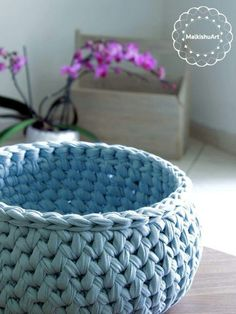 My new crochet basket made with tshirt yarn. A round basket that looks so elegant – I love this method – 2 sc tog but in 2 different rounds.