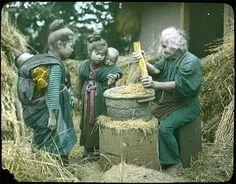 お年寄りと子供達  Vintage photo | Japan