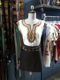 Accessorize your Spring look with a vintage chain belt! Store Mannequins, Africa Style, Africa Fashion, Spring Looks, Belt, Chain, Vintage, African Fashion, Belts