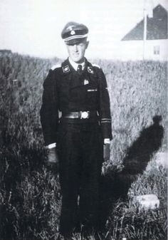 "SS-Obersturmfuehrer Ulf-Ola-Olin of the "" Wiking "" Division . Like many Finnish men , he served in the Winter War of 1939-40 , then volunteered for the Waffen-SS in 1941 and decided , to stay in the SS until the end . Olin was the leader of first platoon of 7`th company of the Panzer Battalion 5 . His Tank number was 711 , and had the nickname "" Erika "". During the fighting around Warsaw - on the 10 Aug 1944 - Olin and his crew destroyed 11 anti-tank gun`s and two ..."