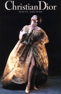 Yasmeen Ghauri for Christian Dior Haute Couture from 1993 Vintage Dior, Vintage Gowns, Vintage Couture, Vintage Fashion, Christian Dior Couture, Christian Lacroix, Christian Dior Vintage, Dior Fashion, Couture Fashion