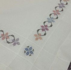 Cross Stitch Borders, Crochet Borders, Cross Stitch Flowers, Cross Stitch Patterns, Wool Embroidery, Cross Stitch Embroidery, Embroidery Patterns, Swedish Weaving, Bargello