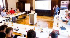 """""""Crowdfunding, wie funktioniert das eigentlich?"""" Viel zu verarbeiten gabs bei einem spannenden Nachmittag mit Wolfgang Gumpelmaier-Mach zum Top-Thema #Crowdfunding in der Eisenstraße Niederösterreich in Schloss Neubruck. Festivals, Gabs, Interview, Workshop, Atelier"""