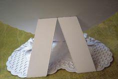 Ganz in weiß habe ich diese Karte gehalten. Ich habe ausschließlich Centura Pearl Card snow white von Crafter's Companion (300 gsm) benützt...