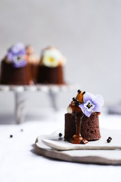 Earl Grey + Salted Caramel Brownies - The Polka Dotter - Food Beaux Desserts, Köstliche Desserts, Delicious Desserts, Dessert Recipes, Plated Desserts, Tea Cakes, Mini Cakes, Cupcake Cakes, Bundt Cakes