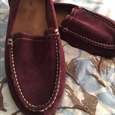 SUPER Comfy Maroon Naturalizer Flats SUPER Comfy Maroon Naturalizer Flats Suede inside, very soft and cushiony Worn approx 6 times, just really don't have anything that matches Size is 8.5M Naturalizer Shoes Flats & Loafers