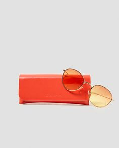 Image 4 of ROUND SUNGLASSES WITH YELLOW LENSES from Zara