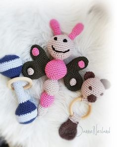 "Janne Nesland on Instagram: ""Dagens heklerier😀 #hekletrangle #hekle #hækle #virka #crochet #amigurumi #babygave #babygift #babyleker #hekledilla #heklerier #handmade…"" Baby Gifts, Crochet Necklace, Photo And Video, Instagram, Amigurumi, Gifts For Baby, Crochet Collar, Birth Celebration, Gifts For Kids"