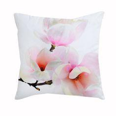 Mit diesem #Kissen holst du dirFrühling direkt nach Hause! Ob auf dem Sofa oder Sessel, dieses Kissen mit #Magnolien-Aufdruck ist ein kuschelig-wohnliches Accessoire für deine Sitzmöbel!