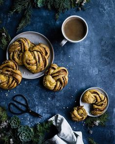 These matcha milk bread turtles are not just totally adorable, they are super delicious with a white chocolate filling as an extra sweet surprise! Cinnamon Bun Recipe, Matcha Milk, Belgian Waffles, Instant Yeast, Waffle Iron, Vegan Butter, Dry Yeast, Blondies, Almond Milk