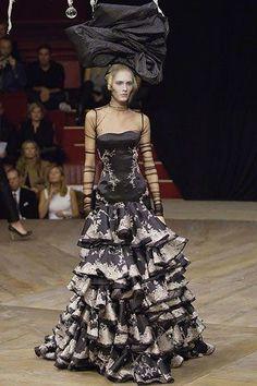 Alexander McQueen Spring 2007 Ready-to-Wear Fashion Show - Romina Lanaro (NATHALIE)