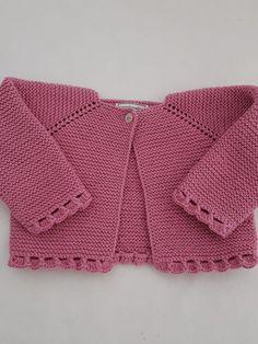 Jerséis/Chaquetas – mamamadejas Jumper Patterns, Baby Knitting Patterns, Baby Patterns, Crochet Baby Sweaters, Crochet Baby Cardigan, Crochet Summer Tops, Knitting Socks, Kids Fashion, Diy Crafts Knitting