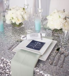 New Years Eve Wedding: use a color palette of black, white and tons of sparkle at your NYE wedding #PreppyPlanner