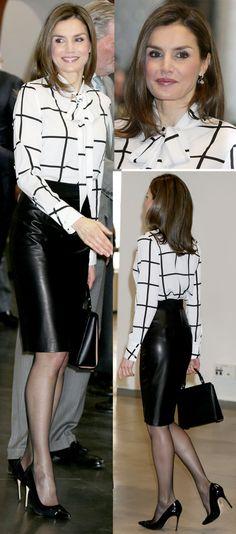La Reina Letizia ha asistido a la Fundación Telefónica con un elegante conjunto con una nueva blusa de lazada muy lady.