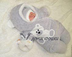 Купить или заказать Комбинезон-конверт для новорожденного 'Серенький мишка' в интернет-магазине на Ярмарке Мастеров. Комбинезон-конверт на выписку и повседневные прогулки, удобен для перевозки малыша в автолюльке. Материал верха-велюр хлопковый, утеплитель-Альполюкс, подкладка-мех овчина (шерсть 50%, полиэстер 50%). Украшен аппликацией ручной работы. Застежка на липучке позволит без труда одевать и раздевать ребенка даже во время сна. Аппликации и цвета велюра в большом ассортименте!