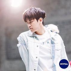 """2,355 Likes, 31 Comments - NIVEA Korea (@niveakorea) on Instagram: """"[니베아 X iKON 비하인드컷 공개!] 여러분의 폭발적인 성원덕분에 14시간 만에 5000회 공유 달성! - 니베아도 하루 일찍 비하인드 컷을  공개합니다💕💕 @친구태깅,…"""""""