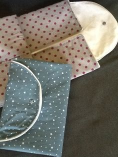 Des tapis a langer nomade, en coton, passepoil et tissus enduit, pas de molleton, car finalement on l'utilise presque toujours sur un support moelleux non Disponible sur ma boutique L'unité sieste. http://www.alittlemarket.com/boutique/l_unite_sieste-1119289.html