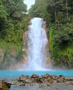 A bit off the beaten path discover the hypnotic #blue waters of Rio Celeste #Waterfall! Via @bvck2bvsics! #CostaRica #vacations #crexperts