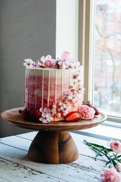 Strawberry and Vanilla Bean Cake — Strawberry Vanilla Cake, Vanilla Bean Cakes, Pretty Cakes, Beautiful Cakes, Amazing Cakes, Cupcakes, Cupcake Cakes, Fancy Cakes, Mini Cakes