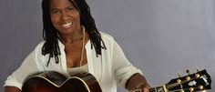 """19 Julio 2015 a las 22:00h De los templos a las salas de conciertos. Ruthie Foster, que comenzó llenando con su voz las iglesias de Texas, puede conmover al público hasta las lágrimas o el éxtasis en una misma canción. La crítica no es indiferente a su trabajo y la ha nominado al Grammy –en la categoría de mejor álbum de blues- por los álbums """"The Truth According to Ruthie Foster"""", publicado en el 2009, por """"Let it Burn"""", publicado en el 2012"""