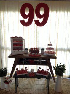 Mesa de doces para aniversário de 99 anos