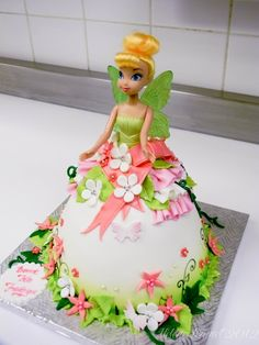 Tinkerbell doll cake Greens and yellows. Lots of party favor bag items also at the tore. Barbie Torte, Barbie Cake, Barbie Doll, Dolls, Bolo Tinker Bell, Tinkerbell Doll, Fairy Cakes, Dress Cake, Disney Cakes