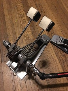 Yamaha Double bass drum pedal SIlver / Black double chain drive rides on felt Vintage pedals Double Bass, Double Chain, Bass Pedals, Drum Pedal, Chain Drive, Drummers, Music Stuff, Yamaha, Base