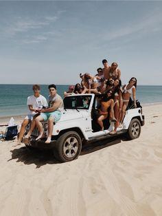 White Jeep on a beach Cute Friend Pictures, Friend Photos, Bff Pics, Summer Feeling, Summer Vibes, Best Friend Fotos, Shotting Photo, Summer Goals, Cute Friends