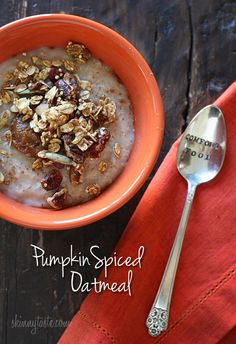 Pumpkin Spiced Oatmeal - A warm, creamy bowl of pumpkin spiced oatmeal is a great way to start your morning! #weightwatchers